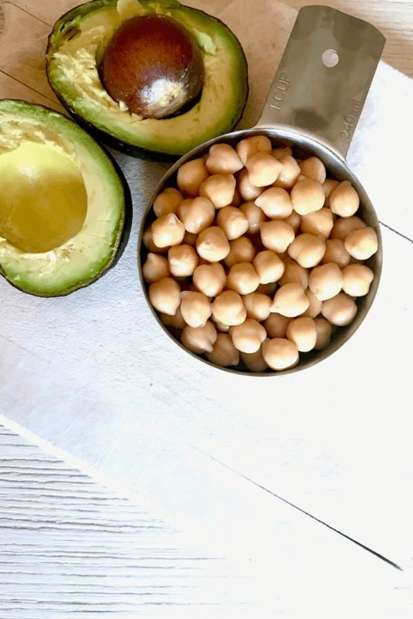 chickpeas and avocado for sandwich