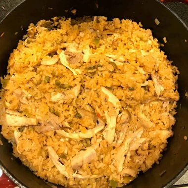 Arroz con pollo in dutch oven